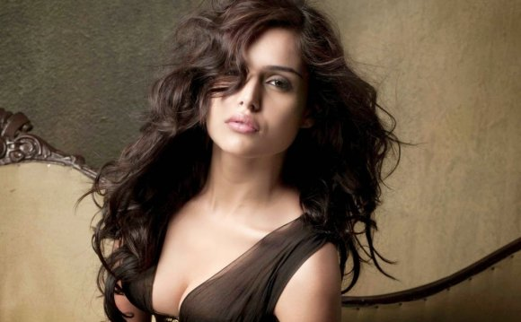 Nathalia Kaur latest Full Hd