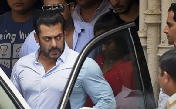 Salman Khan: Court suspends