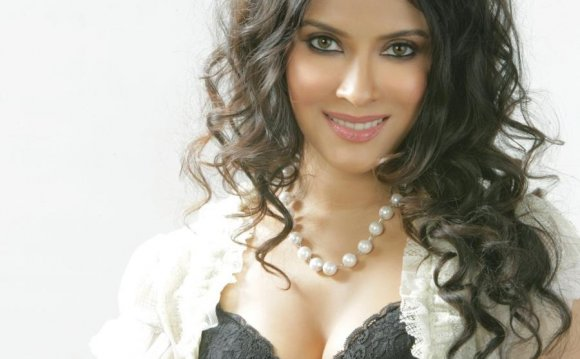 Hot Bollywood actress Mahi